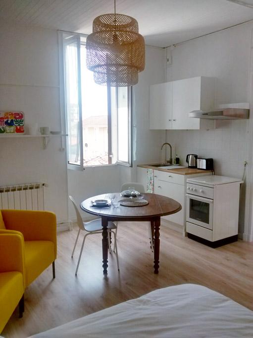 Studio Citron - Cuisine équipée et salon meublé - Location Dax